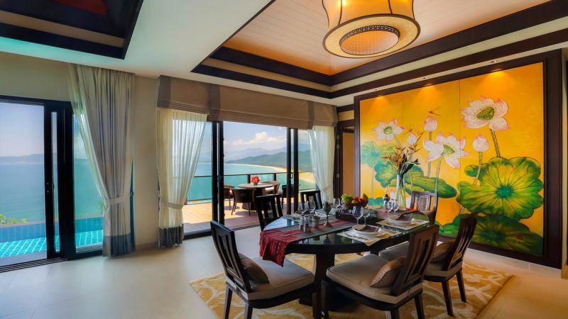 Tranh họa tiết hoa sen tôn vinh nét đẹp Á Đông trong biệt thự Banyan Tree Residences