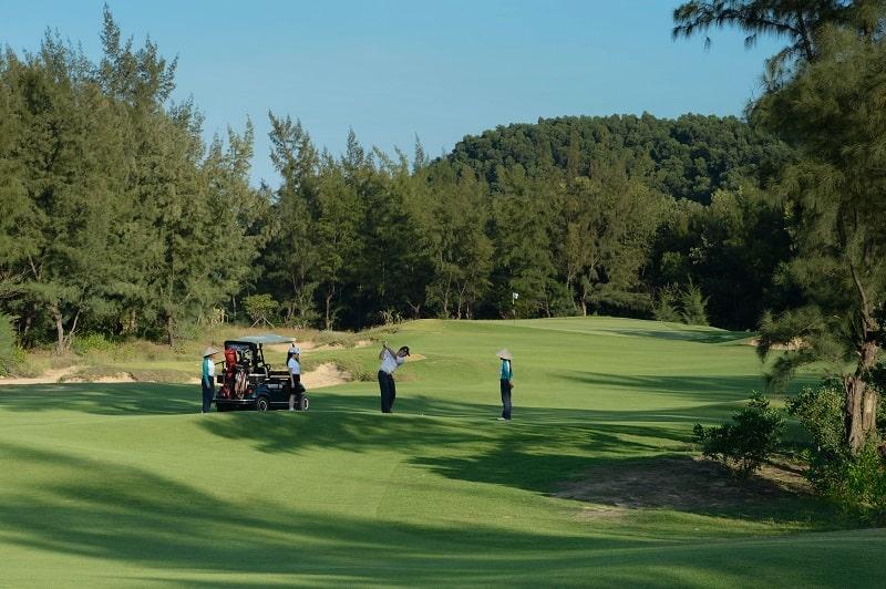 San-golf-du-an-laguna-lang-co