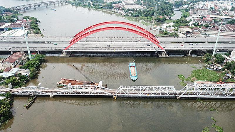 Cầu đường sắt Bình Lợi đã chính thức thông tuyến.