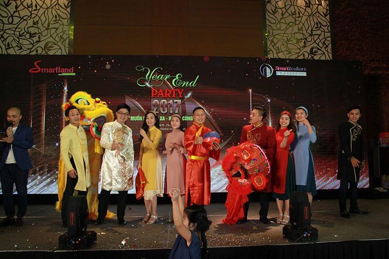 diem lai khoanh khac year – end – party cua dai gia dinh smartrealtors and partners 12