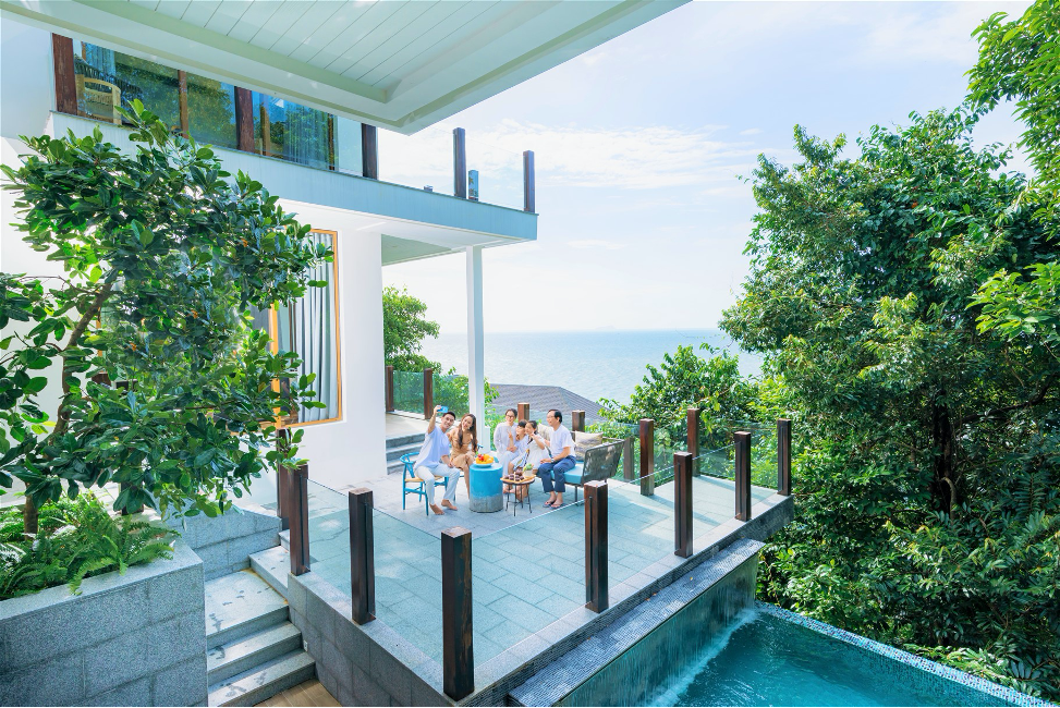 Dự án Sun Tropical Village bãi Kem sở hữu địa thế hoàn hảo với 3 tầng xanh thiên nhiên: Vườn trong nhà – Nhà trong rừng – Rừng ven biển