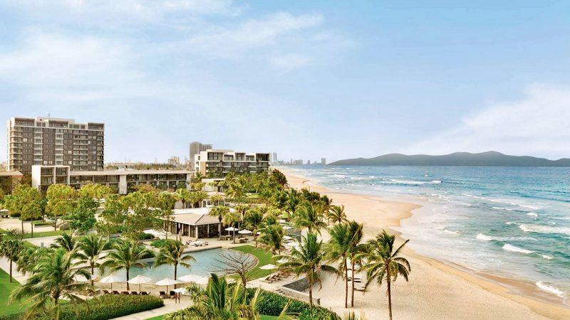 Hyatt Regency Danang Resort & Spa tọa lạc ngay bãi biển xinh đẹp