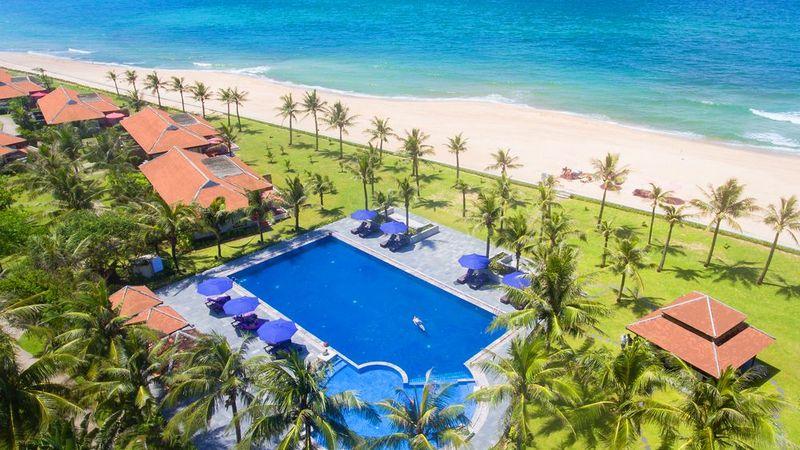 Villa ven bien Lapochine Beach Resort phoi canh